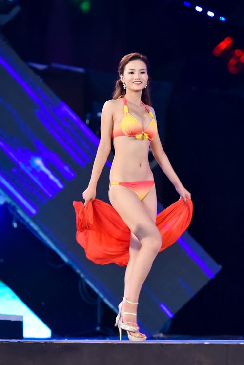 """""""Cân đo"""" hình thể top 18 HHVN ở phần thi bikini - 15"""