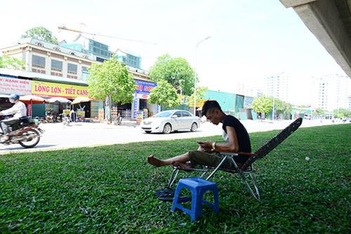 Hà Nội: Dân lao động chui lòng đất trốn nắng nóng - 7