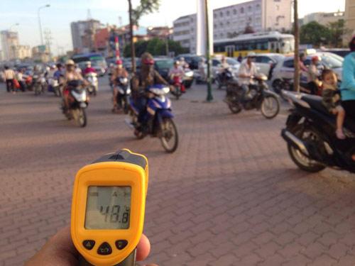 Hà Nội: Dân lao động chui lòng đất trốn nắng nóng - 1