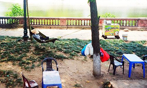 Hà Nội: Dân lao động chui lòng đất trốn nắng nóng - 10