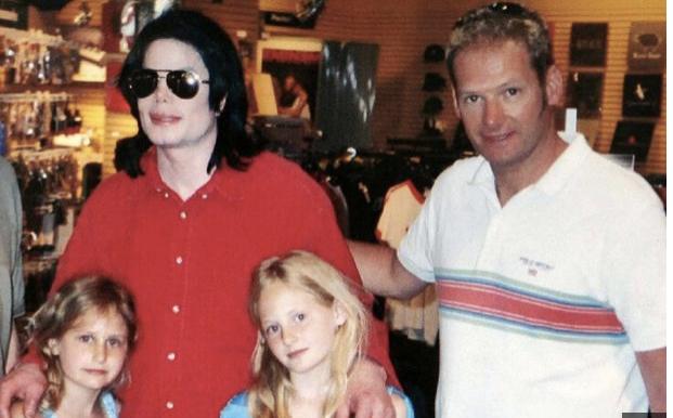 Michael Jackson có sở thích lạ lùng với những bé gái - 3