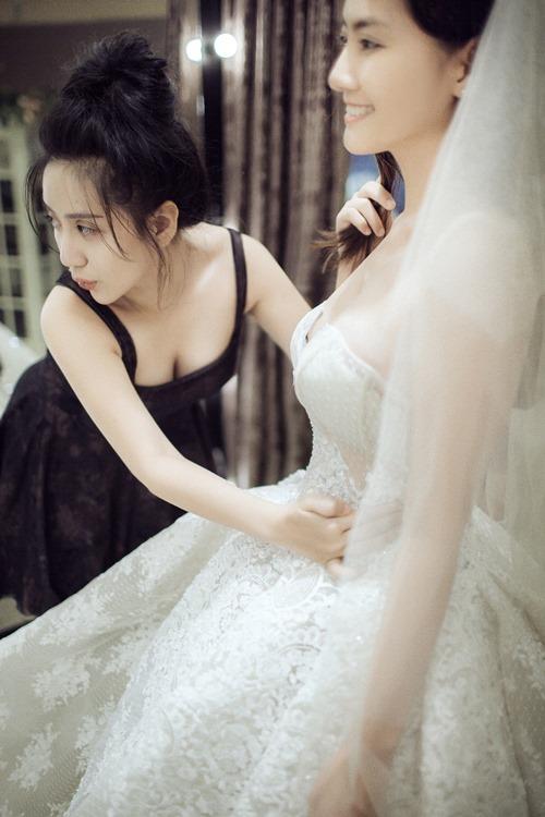 Ngọc Lan hạnh phúc mặc váy cô dâu - 1