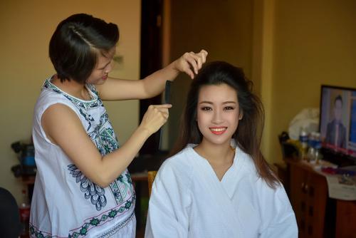 Hé lộ hậu trường của chung khảo Hoa hậu VN - 1