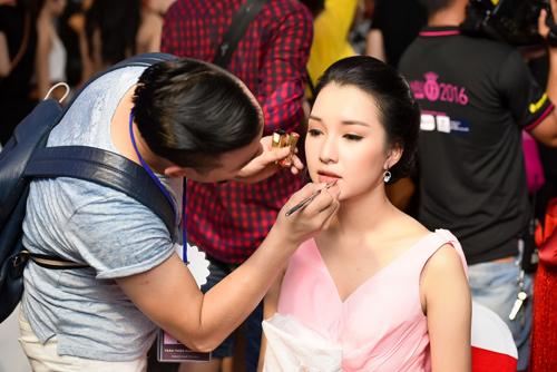 Hé lộ hậu trường của chung khảo Hoa hậu VN - 7