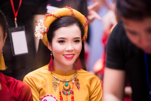 Hé lộ hậu trường của chung khảo Hoa hậu VN - 8