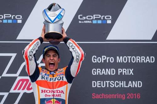 MotoGP: Máu liều của Marquez và sai lầm lớn của Rossi - 1