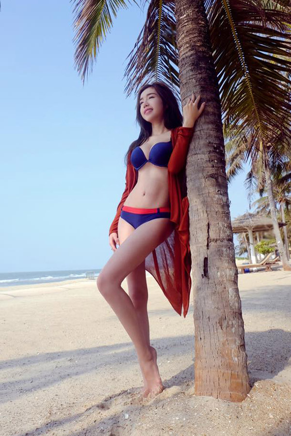 Hot girl Việt diện bikini thách thức nắng hè 40 độ - 3
