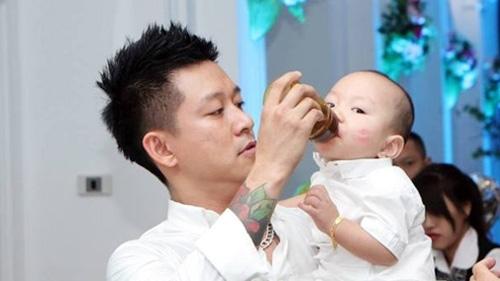 """2 ông bố """"bỉm sữa"""" đảm đang nhất showbiz Việt - 11"""