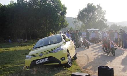 Tài xế taxi nằm chết giữa đường với nhiều vết đâm - 1