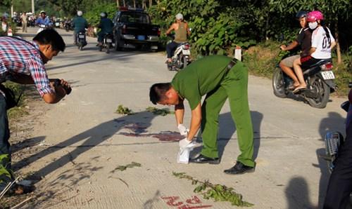 Tài xế taxi nằm chết giữa đường với nhiều vết đâm - 3