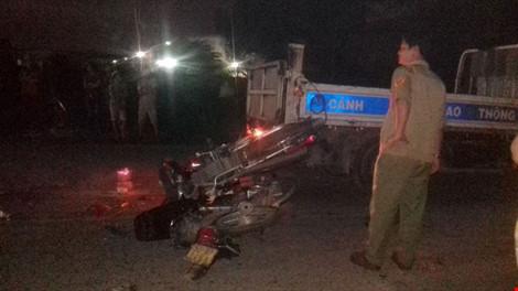 Tai nạn, hai xe máy cắm chặt vào nhau, 1 người tử vong - 1