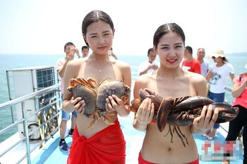 """Trào lưu lấy cua cá làm """"áo ngực"""" của gái trẻ TQ - 2"""