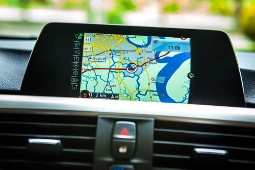 Công nghệ hiển thị thông tin trên kính chắn gió HUD trên xe BMW - 3