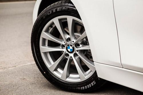 Công nghệ hiển thị thông tin trên kính chắn gió HUD trên xe BMW - 5
