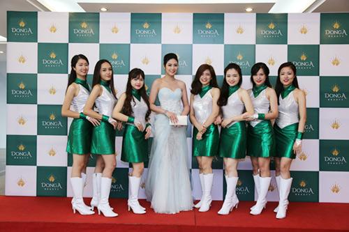 Ngọc Hân đẹp hút hồn dự khai trương chi nhánh Đông Á Beauty - 2