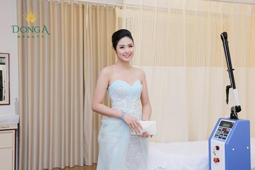 Ngọc Hân đẹp hút hồn dự khai trương chi nhánh Đông Á Beauty - 6