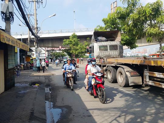 5 nghi can đâm chết 2 người ở Sài Gòn ra đầu thú - 1