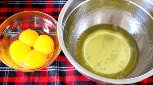 Cách làm bánh kem gà bông đẻ trứng sô cô la - 1