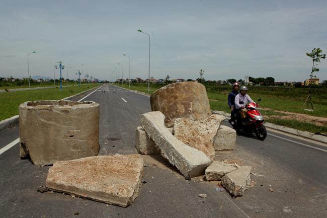 """HN: Sau 2 tháng thông xe, đường nghìn tỷ vẫn """"đóng cửa"""" - 2"""