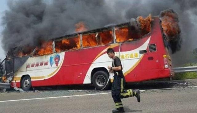 23 du khách TQ chết thảm vì xe buýt cháy ở Đài Loan - 1