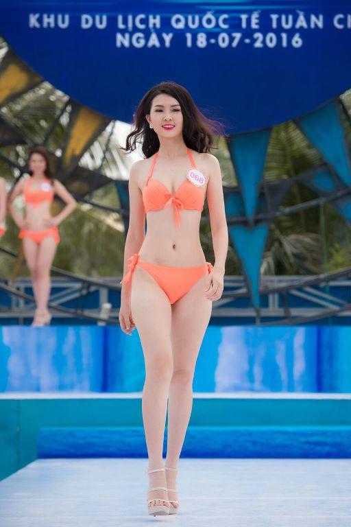 Thí sinh HHVN diễn bikini tranh giải Người đẹp biển - 4