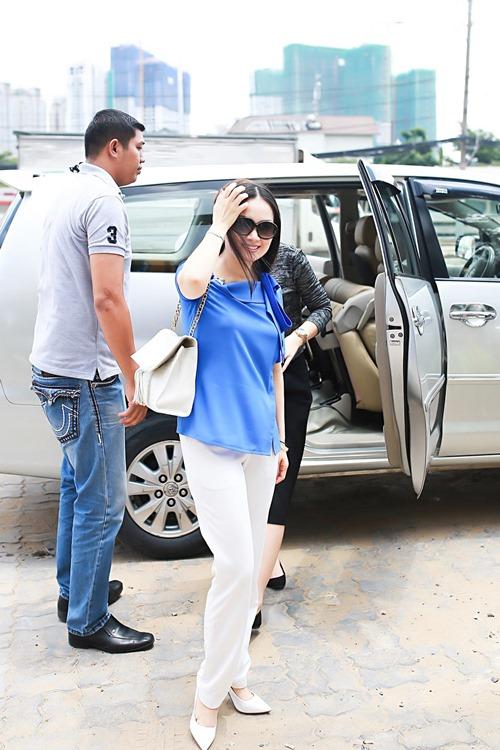 Em gái tỷ phú của Cẩm Ly đưa 2 con gái về nước - 1
