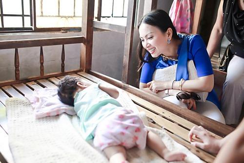 Em gái tỷ phú của Cẩm Ly đưa 2 con gái về nước - 7