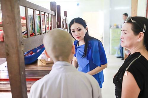Em gái tỷ phú của Cẩm Ly đưa 2 con gái về nước - 9