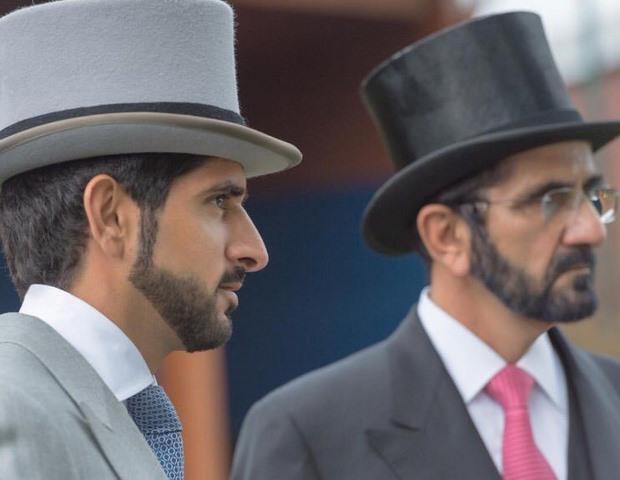 Quốc vương Ả Rập mặc áo thun đi tàu điện ngầm Anh - 3