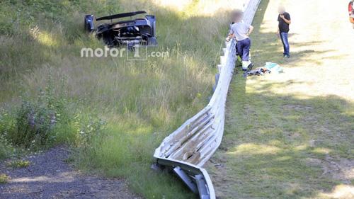 Koenigsegg One:1 giá 2 triệu đô tan tành tại Nürburgring - 4