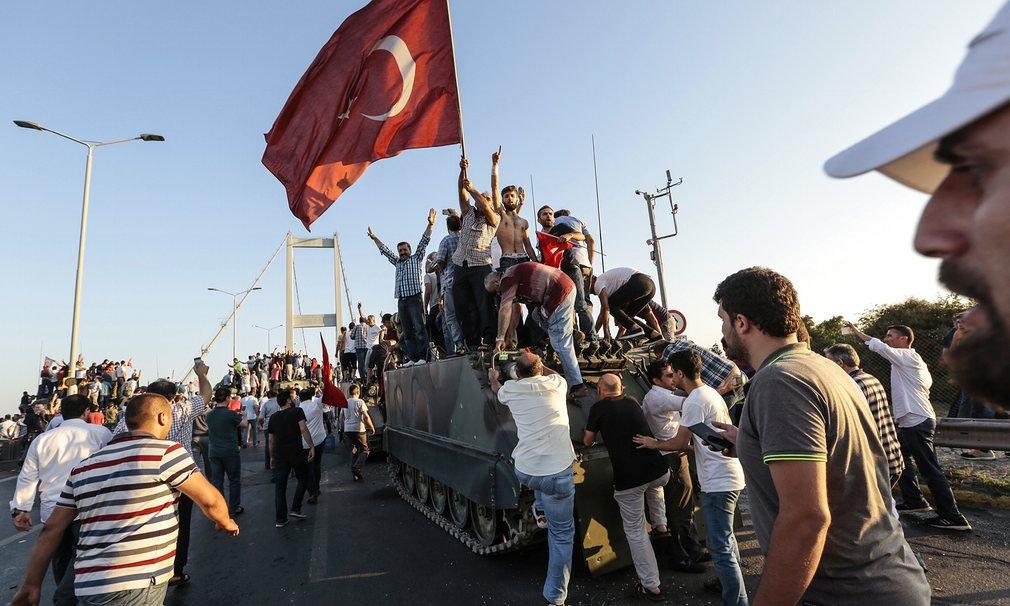 Câu nói giúp máy bay Tổng thống Thổ khỏi bị bắn tan - 1