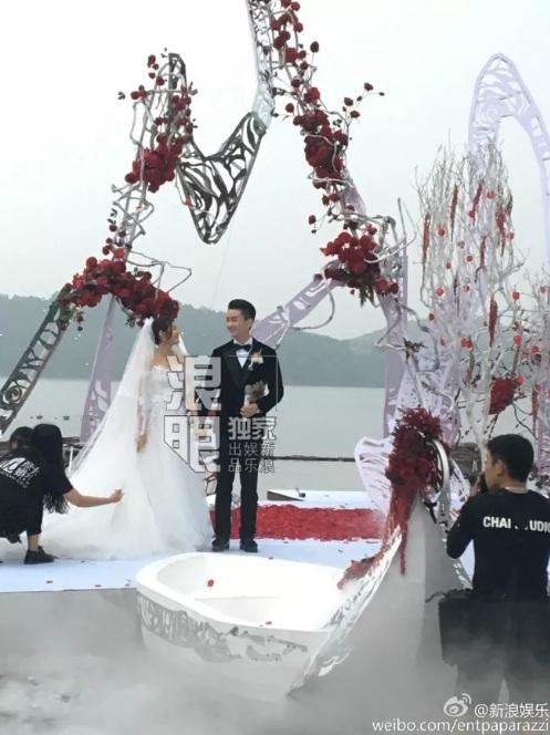 """""""Tiểu Long Nữ"""" tự chèo thuyền đến lễ cưới - 3"""