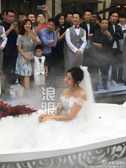 """""""Tiểu Long Nữ"""" tự chèo thuyền đến lễ cưới - 9"""