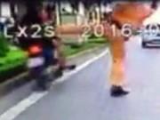 Tin tức trong ngày - Đình chỉ CSGT khiến người vi phạm lao vào dải phân cách