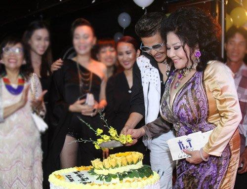 Chỉ có 4 sao Việt dự lễ cưới lần 9 của Thanh Bạch - 8