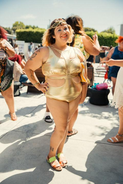 Ngắm những nàng béo cực sexy và sành điệu ở tiệc bể bơi - 7