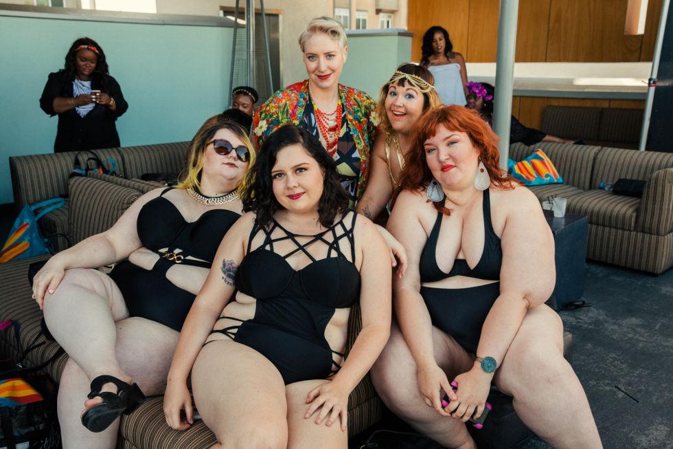 Ngắm những nàng béo cực sexy và sành điệu ở tiệc bể bơi - 13