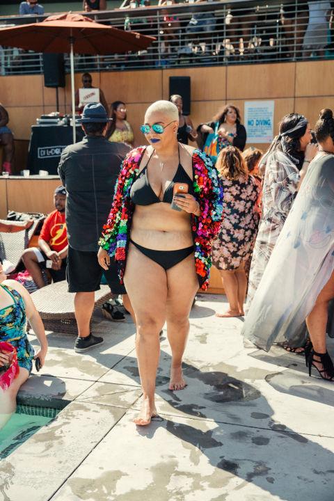 Ngắm những nàng béo cực sexy và sành điệu ở tiệc bể bơi - 17