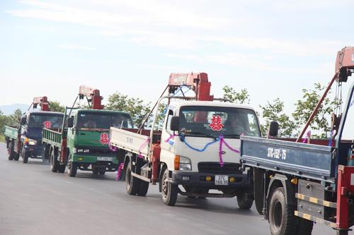 Màn rước dâu bằng loạt xe cẩu gây xôn xao xứ Nghệ - 3