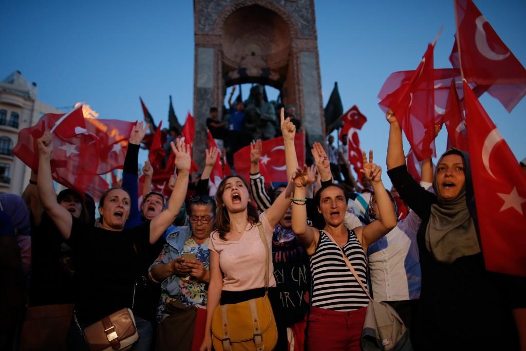 """Thổ Nhĩ Kỳ """"thanh trừng"""" 50.000 người sau đảo chính - 3"""
