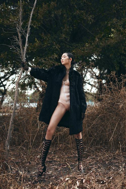 Người đẹp bỏ thi Hoa khôi Áo dài thử mốt không nội y - 4