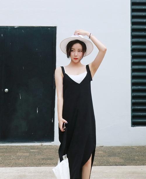 Ai bảo mặc váy đen nhanh chán, hãy xem lại! - 1