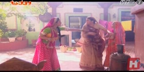 Ghê rợn hành động bạo hành của mẹ chồng con gái Anandi - 4