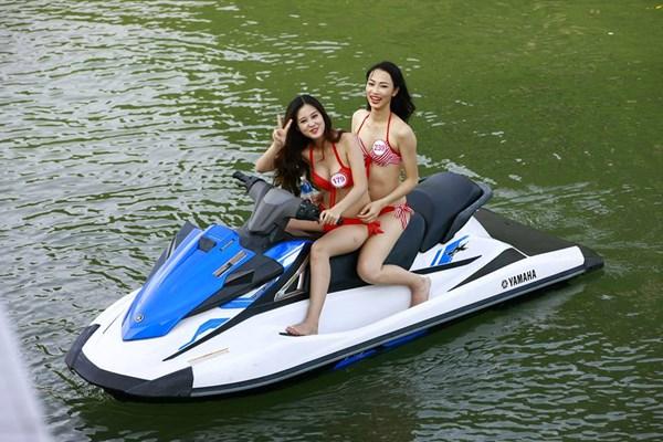 Dàn mỹ nữ Hoa hậu Việt Nam gợi cảm trên du thuyền 5 sao - 10