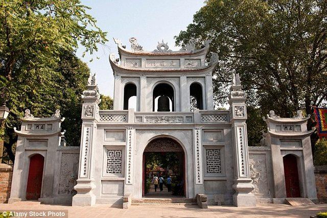 Báo Anh khen Hà Nội là thành phố du lịch rẻ nhất - 1