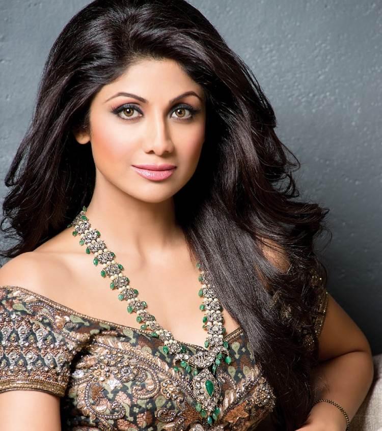 6 sao nữ đình đám Bollywood tiết lộ chiêu làm đẹp - 2