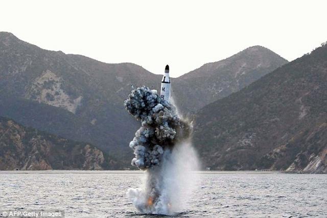 Vì sao Triều Tiên bắn một mạch 3 tên lửa đạn đạo? - 1