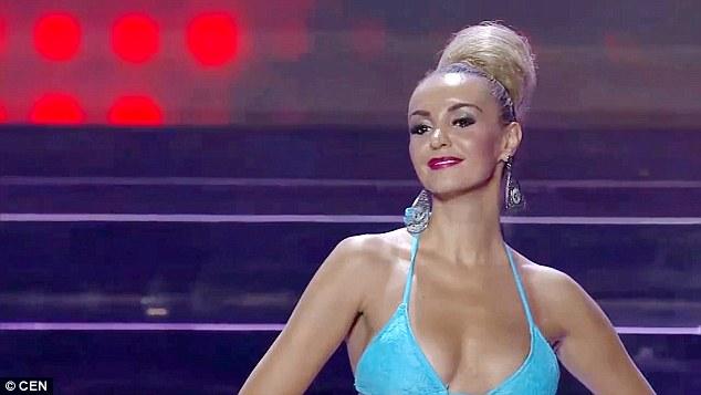 """Hoa hậu """"thảm họa"""" khai gian tuổi để tự đi thi quốc tế - 2"""