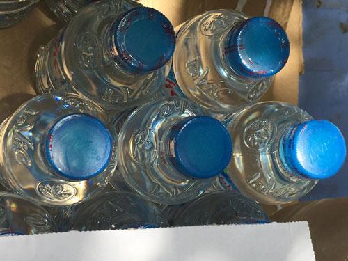 Cụ bà phát nước uống miễn phí cho người nghèo ở Thủ đô - 4