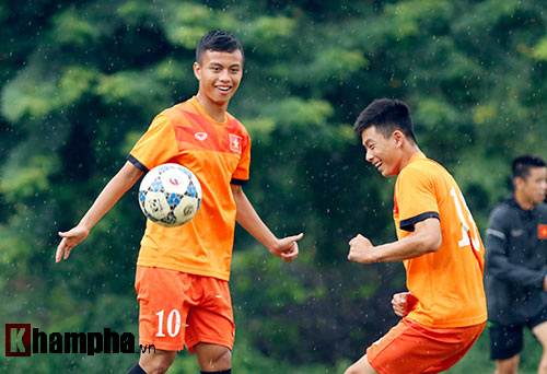 """U16 Việt Nam """"luyện công"""" dưới mưa chờ đấu bán kết - 6"""